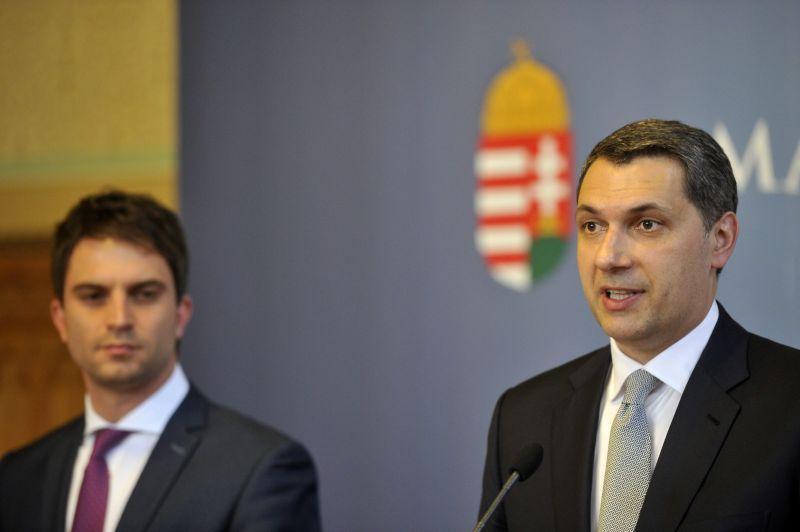 Lázár is megszólalt az uniós felfüggesztésről