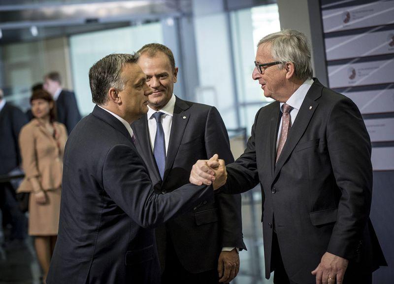 Hello, diktátor! – mondta Juncker Orbánnak