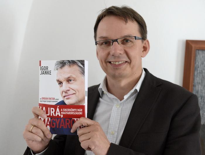Önéletrajzírója szerint Orbán is belátta már, hogy hibázott