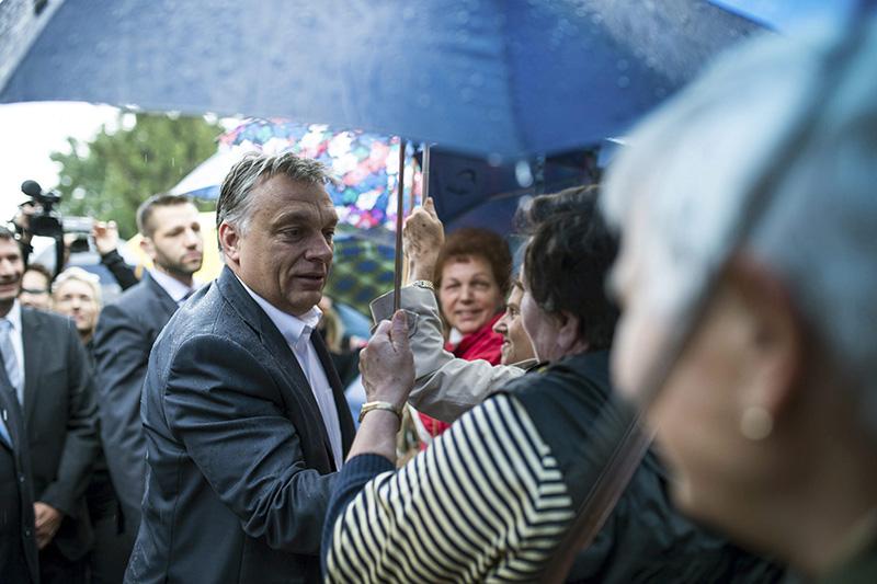 Orbán Viktor hogy belenézett már két szempárba