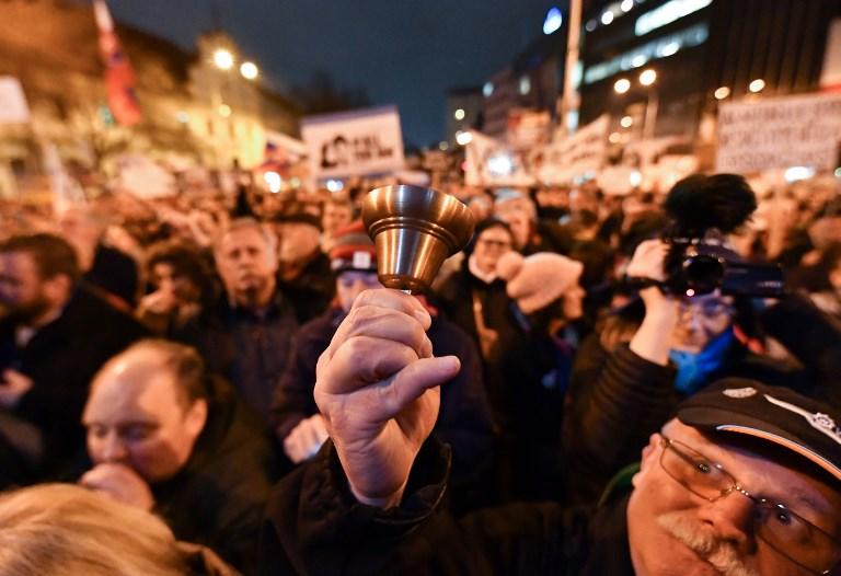 Ismét több tízezren tüntettek Szlovákiában, új követeléseket fogalmaztak meg