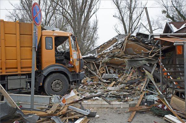 Videókon az Újpesten virágboltokat letaroló kukásautó utáni mentés