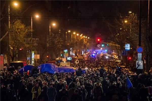 Az oktatás rendszerváltásáért tüntettek Budapesten, a kormány képviseletében senki nem jelent meg