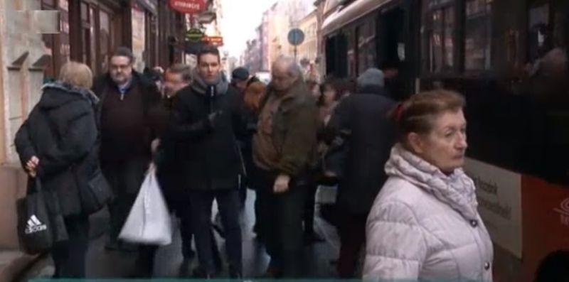 Tájékozatlan külföldi utasokat szívatott meg egy budapesti trolivezető – a BKV is megszólalt