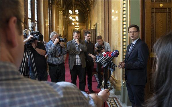 A Jobbik kapta a nemzetbiztonsági, a DK a költségvetési bizottságot
