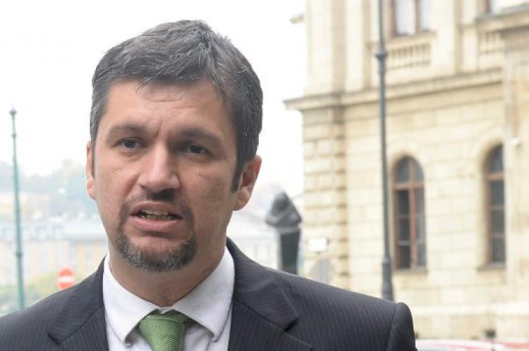 Itt a szombati LMP-s balhé folytatása: Hadházy Ákos feljelentette Sallai R. Benedeket