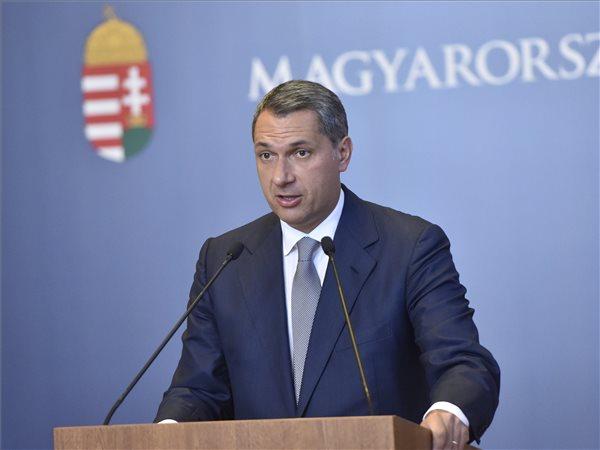 Lázár János és a Fidesz feljelenti a HírTV-t és az Indexet