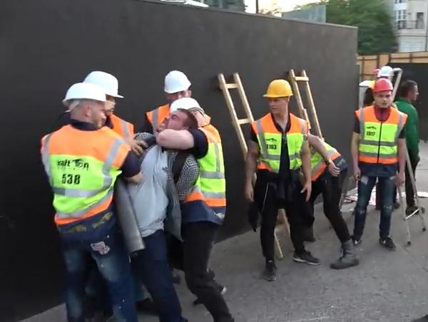 Ököllel ütöttek ki egy nőt a Ligetvédők tüntetésén – videó