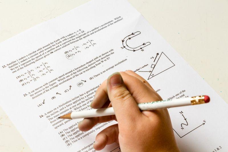 Ez nem átverés! Matekpéldákkal házalnak a kérdezőbiztosok