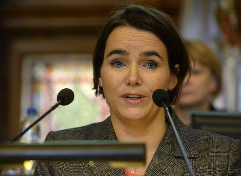 Novák Katalin: meg kell nézni, hogy miért nem születik elegendő gyermek