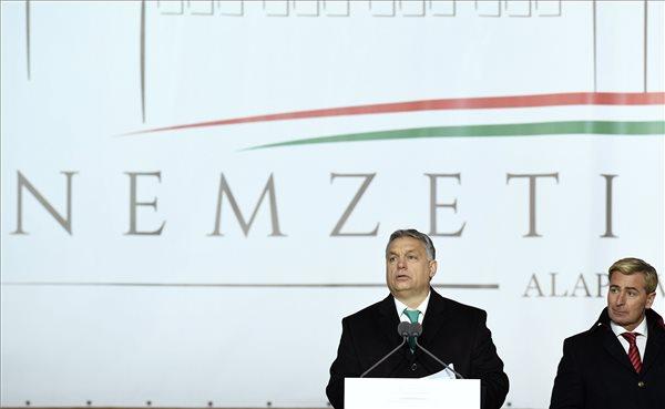 Orbán: szeretjük Magyarországot, szeretjük a lovainkat