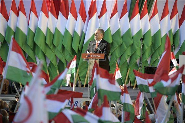 """""""El akarják venni az országunkat"""" – így zárta a Fidesz kampányát Orbán Viktor"""