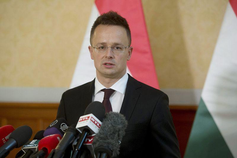 Szijjártó: a magyar kormány továbbra is ellenáll a nemzetközi nyomásnak