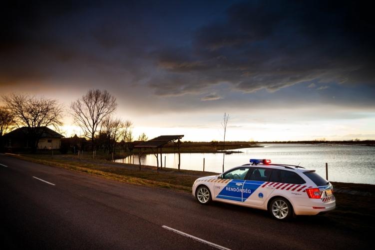 Tizennégy településen nincs áram a vihar miatt, folyamatos a rendőri jelenlét