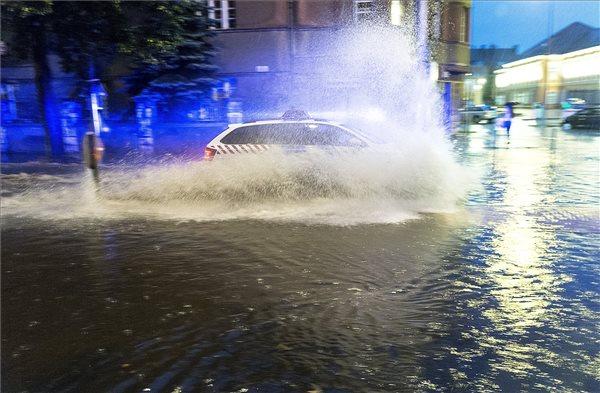 Akkora felhőszakadás volt Győrben, hogy pincéket, raktárakat öntött el a víz