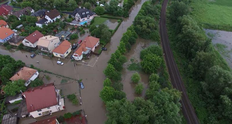 Özönvíz zúdult Keszthelyre, folyókká váltak az utcák – videó