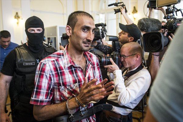 25 év fegyházbüntetést kaptak a 71 migráns halálát okozó embercsempészek