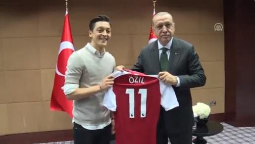 Erdogannal pózolt a német válogatott két török származású sztárjátékosa – így reagált a szövetség