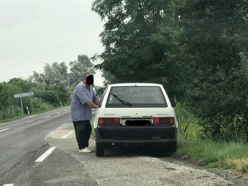 Senki ne álljon meg segíteni ennek a suzukis férfinak – csaló járja az utakat