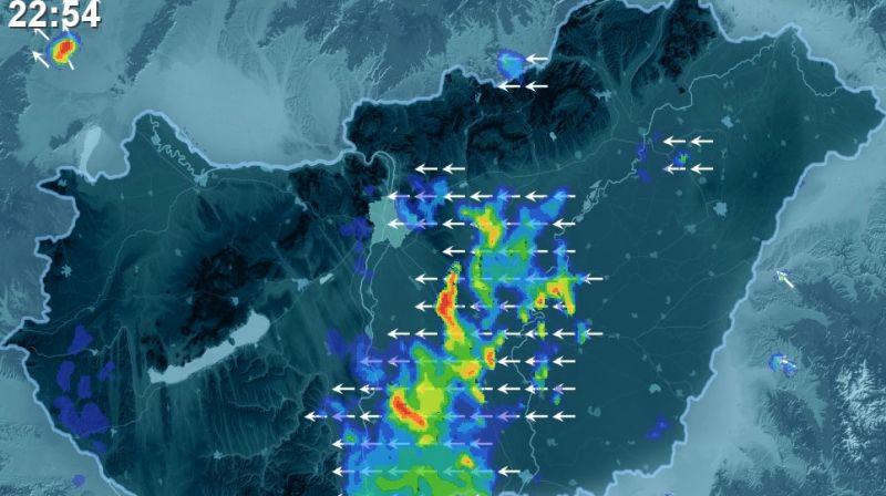 Zivatarlánc alakult ki az ország közepén, mutatjuk, hol csaphat le a vihar ma éjszaka