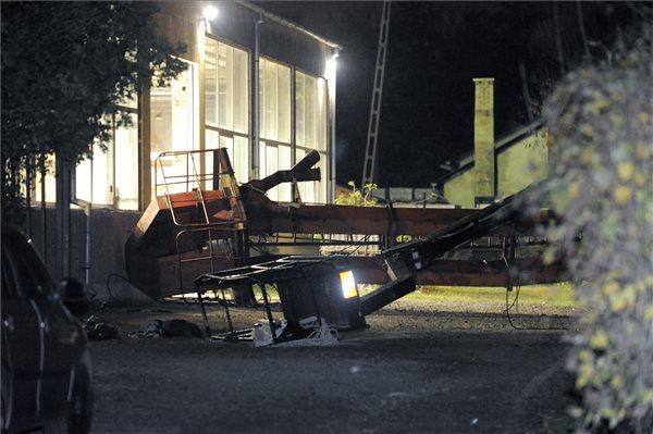 Felborult egy daru Gödön, egy ember a helyszínen meghalt