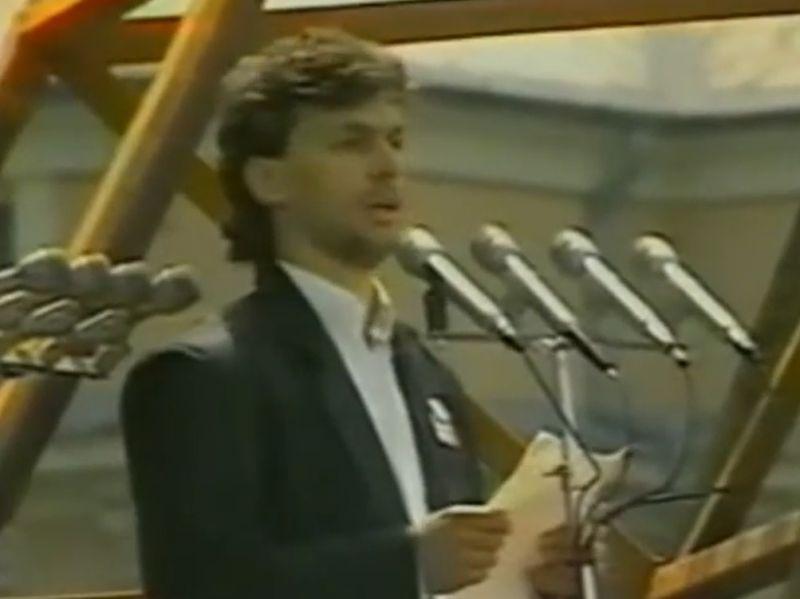 Orbán Viktor beszédét nyomják óriáskivetítőn a VOLT fesztivál látogatóinak