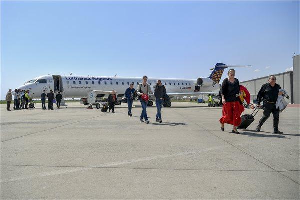 A debreceni repülőtér még veszteséges, de a kassait és a nagyváradit már megelőzte