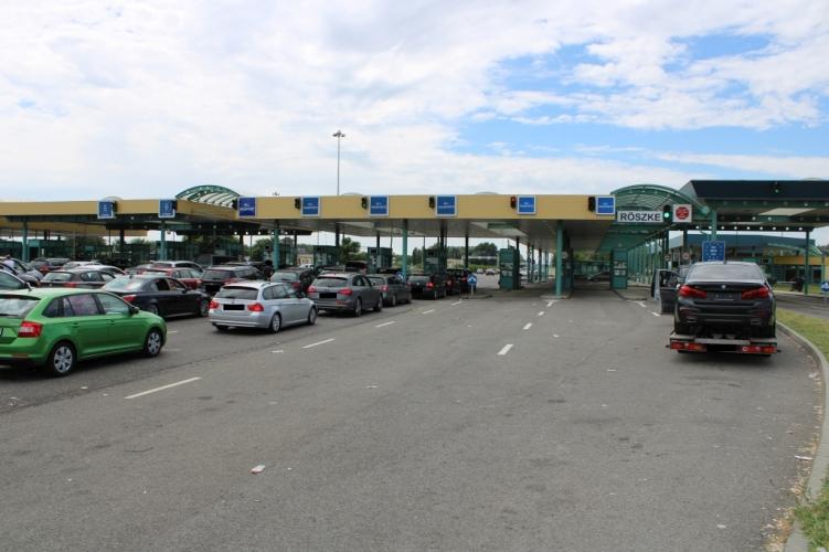 Vasárnap csak Magyarország felé, belépésre lesz nyitva a röszkei közúti határátkelő