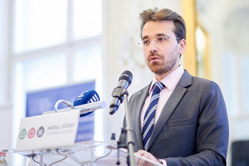 Távoznia kell Schmitt Pál unokaöccsének Varga Judit minisztériumából
