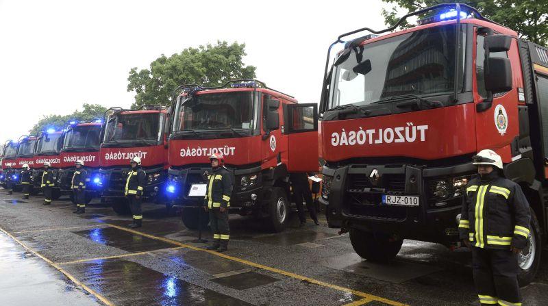 Megkérdezték a tűzoltókat, hogy otthagynák-e az állásukat – döbbenetes eredmény született