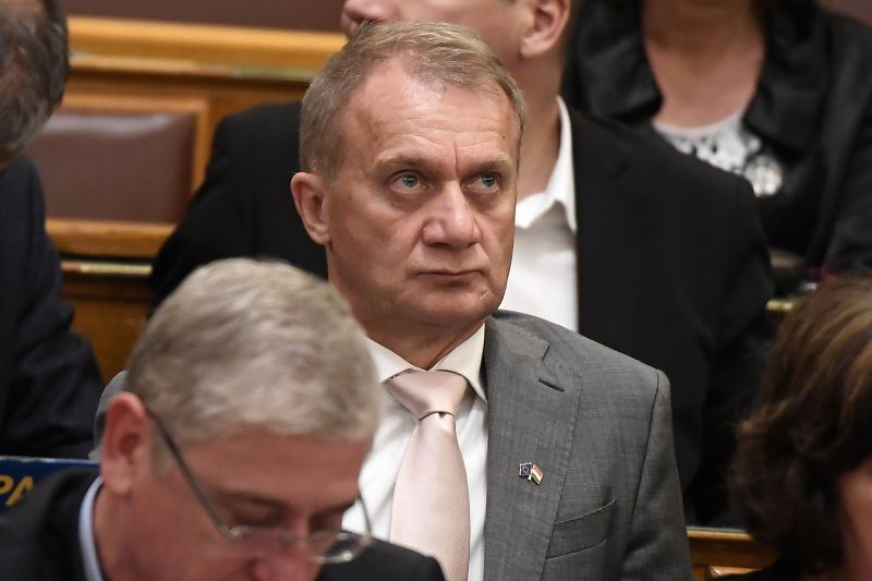 Az Országgyűlés felfüggesztette Varju László mentelmi jogát