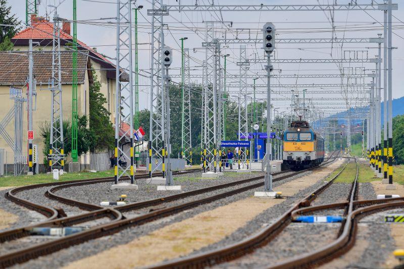 Egy órával csökkenhet a menetidő a Budapest-Sátoraljaújhely vasútvonalon