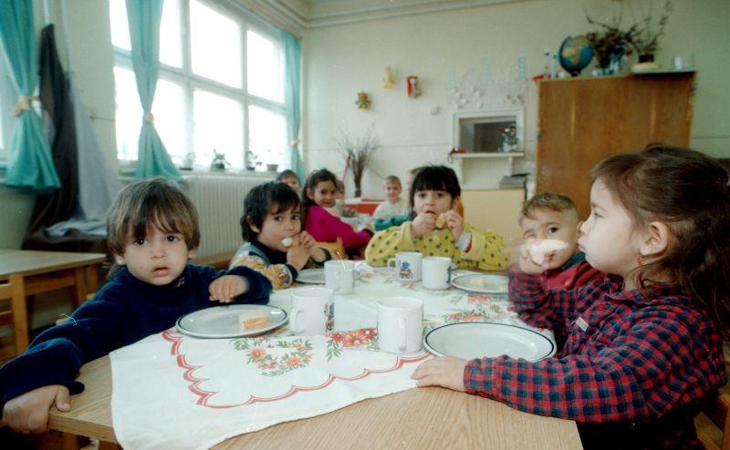 """Kérlelik a kormányt gyermekéhezés-ügyben: """"A nemzeti szégyent sürgősen fel kell ..."""