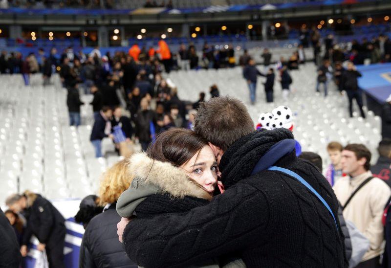 A párizsi terror lerombolja világunk