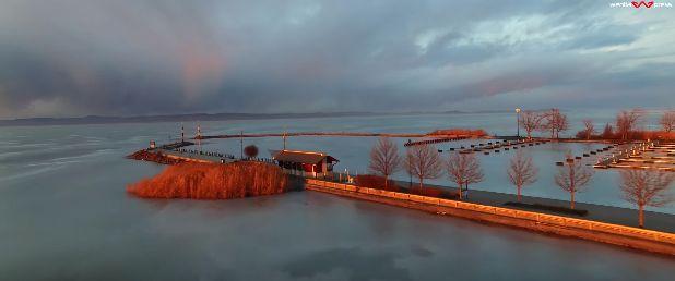 A szemünk előtt fagy be a Balaton