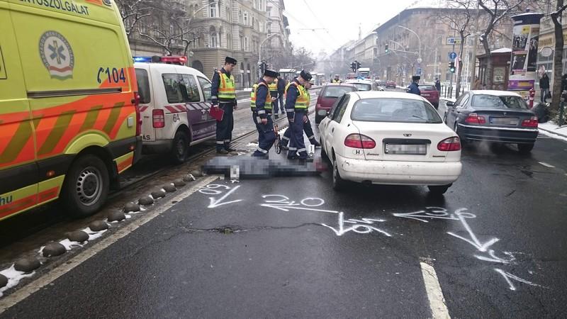 Vezetés közben elhunyt sofőr okozott balesetet a József körúton