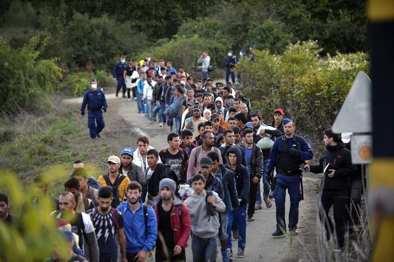 Hiába a tél, özönlenek a migránsok Európába