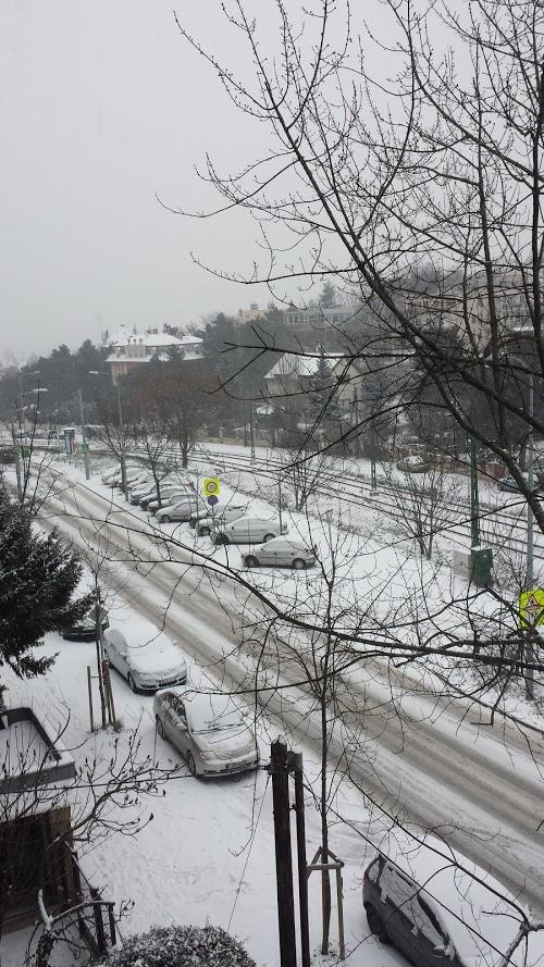 Nyolcvan géppel takarítják a havat a fővárosban