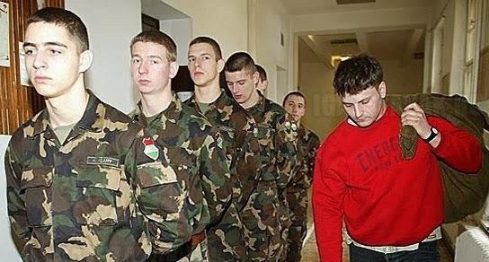 Sorkatonaságba kényszerítené a fiatalokat a Fidesz?