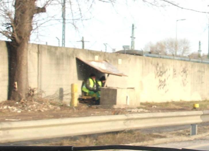 Munkahelyteremtés: biztonsági őrök védik a falat Kispesten