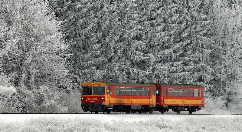 Vác térségében már akadozik a közlekedés a havazás miatt