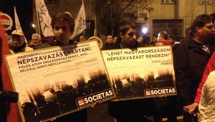 Több százan a demokráciáért az NVI épületénél az MSZP tüntetésén