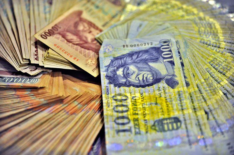 Szédületes fizetés-emelkedést vizionálnak az elemzők