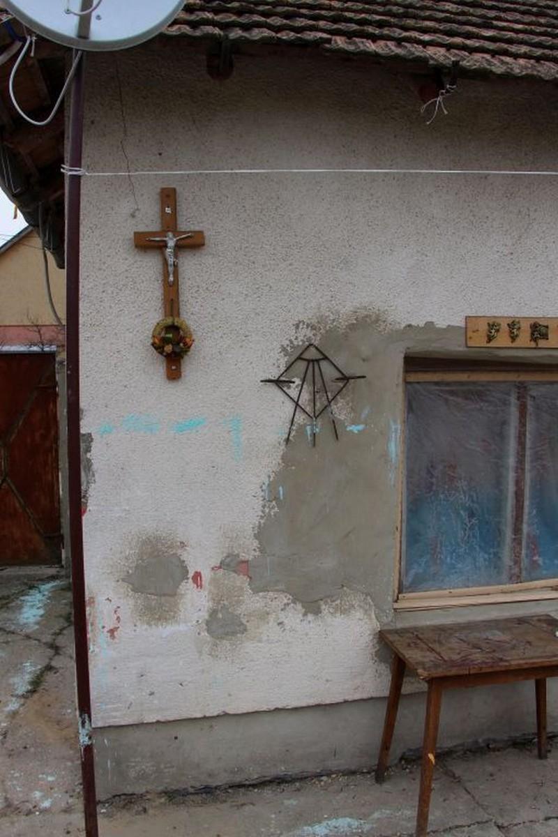 Sírokról lopott Jézus szobrokkal díszítette otthonát egy csongrádi férfi