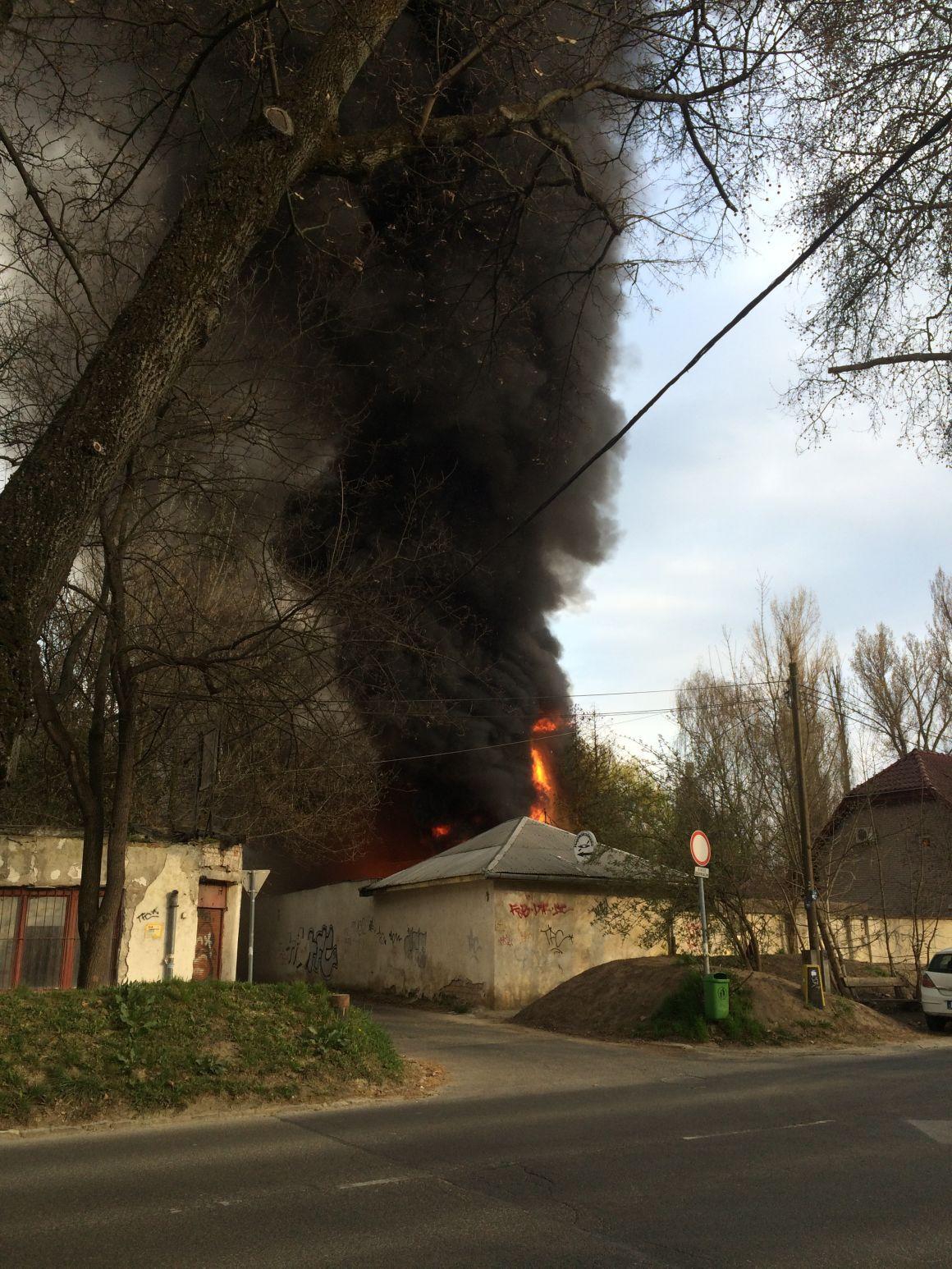 Leégett egy bungalósor Budán, a Római-parton