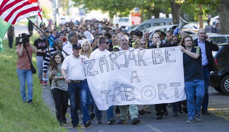 A befogadótábor bezárásáért demonstrált a Jobbik Körmenden