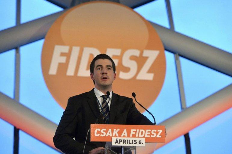 Így buzizik Facebookon a Fidesz kommunikációs igazgatója