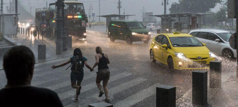 Itt a kis magyar monszun, felhőszakadások jönnek- térképen a részletek
