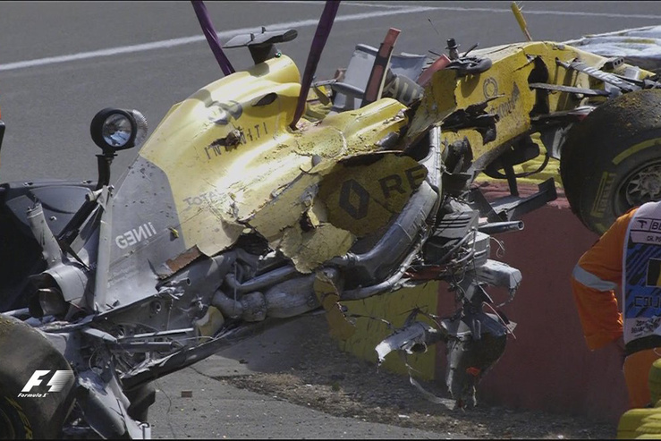 Rosberg nyert, Magnussen ripityára törte a kocsiját