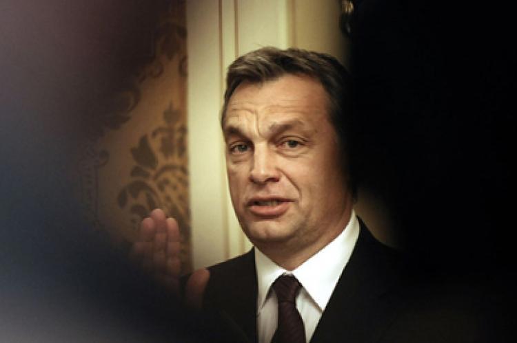 Furcsa módon jutottak Orbánék a külföldi magyarok lakcíméhez